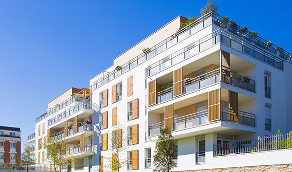 Résidentiels collectifs : la dérogation à 57.5 kwep/m².an maintenue ?